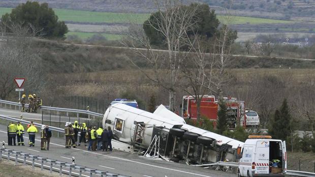 Un conductor ha fallecido al volcar su camión cisterna a la altura de Écija