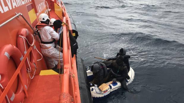 Imagen de archivo de una embarcación similar
