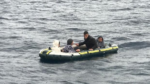 Los menores rescatados en aguas del Estrecho de Gibraltar
