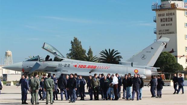 Un avión ha roto la barrera del sonido y ha causado alarma en varias poblaciones de Sevilla