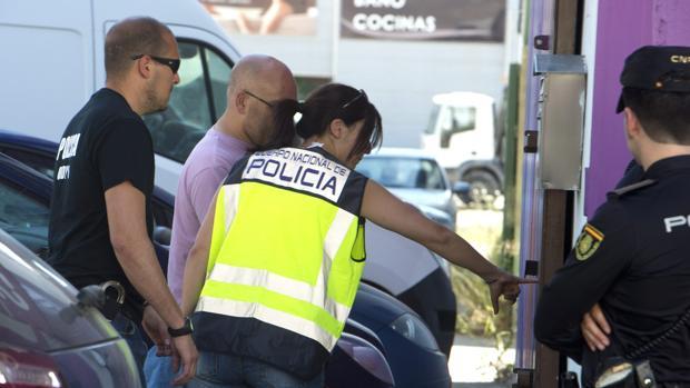 La Policía Nacional ha detenido a una pareja en Dos Hermanas que usaba el método de «telecoca» para vender droga