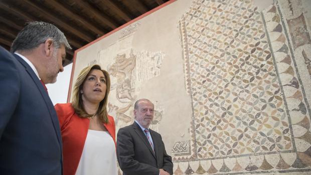 Visita de Susana Díaz, Villalobos y David García Ostos al Museo Histórico ubicado en el palacio de Benamejí