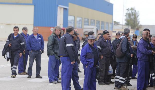 Salida del turno de mañana del astillero de Puerto Real