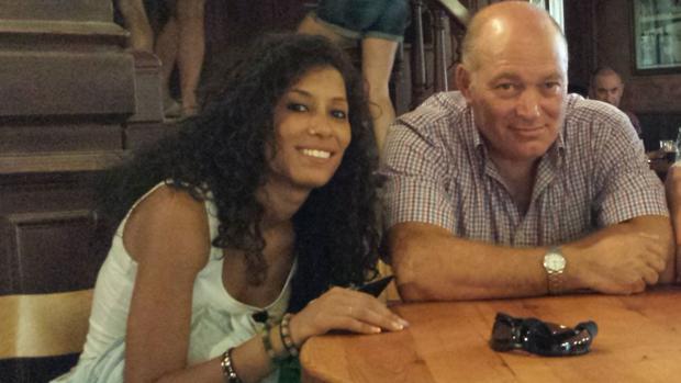 Maloma Morales con su padre adoptivo