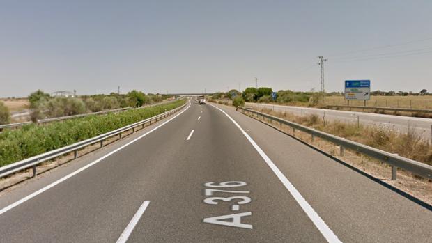 El accidente ha ocurrido en el kilómetro 13 de la A-376 a la altura de Alcalá de Guadaíra