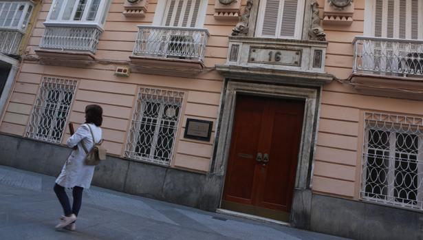El Ayuntamiento cede el centro Reina Sofía a cambio del edificio del rectorado de la calle Ancha.