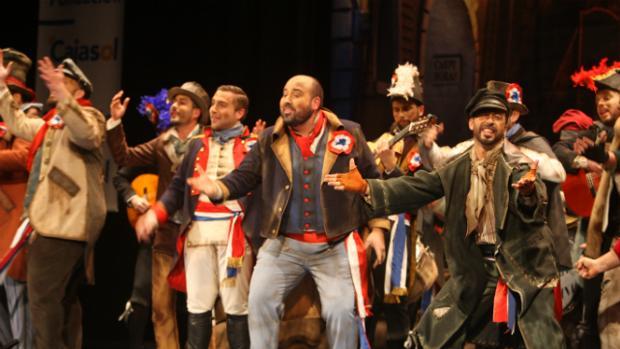 Actuación de la comparsa «Pueblo llano» en preliminares del concurso de carnavales de Cádiz
