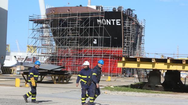 Sección del segundo petrolero, el 'Monte Ulía', que se construye en Puerto Real