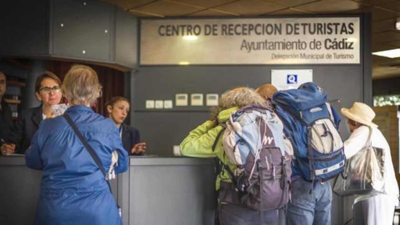 La concejala de podemos garantiza el empleo de las for Oficina turismo cadiz