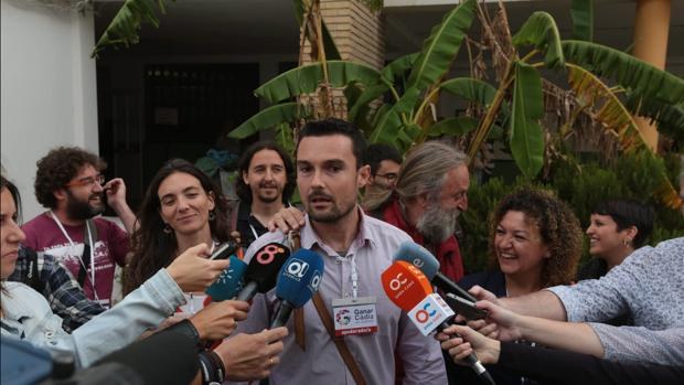 Los concejales de ganar Cádiz, Martín Vila y Eva Tubío.