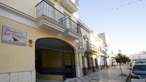 Una de las principales calles de Cantillana