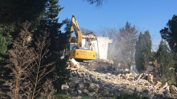 Las máquinas comenzaron los trabajos de demolición.