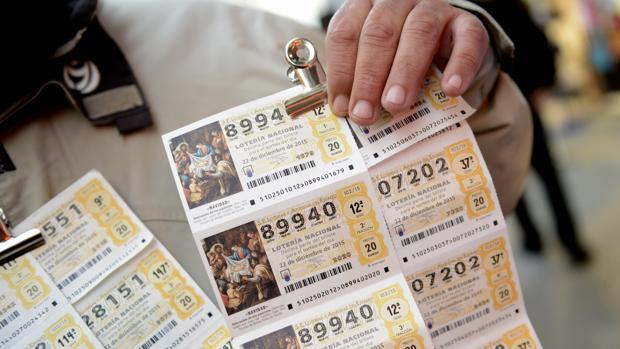 Un vendedor de lotería en una imagen de archivo