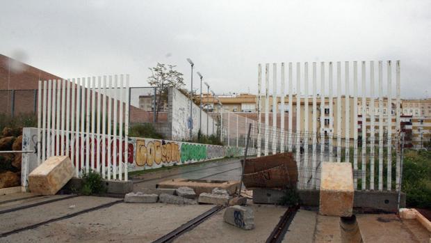 El PP de Alcalá alerta sobre el sobrecoste del tranvía tras el robo de parte del raíl del tranvía