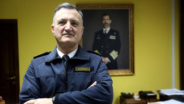 El almirante Rodríguez Garat, en su despacho del Cuartel General de la Flota en la Base Naval de Rota.