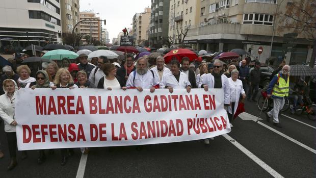 La Marea Blanca de Cádiz se echó a la calle en 2017 para reclamar una sanidad pública digna