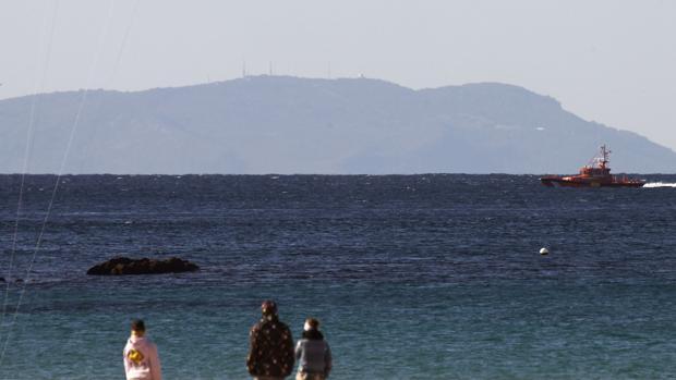 Vista del Estrecho con tierras africanas en el horizonte. :: la voz