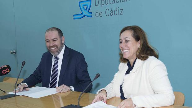Jesús Solís, diputado de Asuntos Económicos, y Patricia Cuenca, coordinadora técnica del Servicio de Recaudación