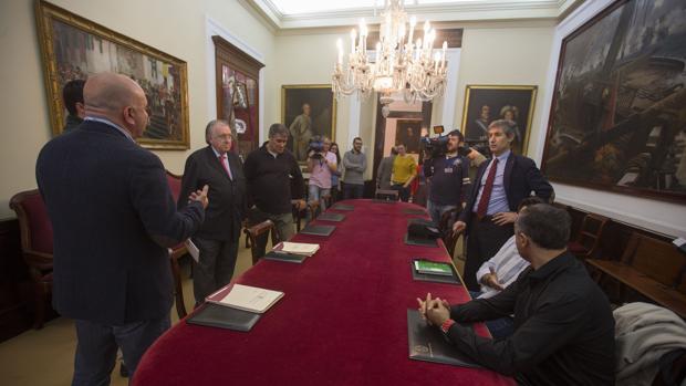 Negociación de los presupuestos de 2016 en la que estaban representados todos los grupos.