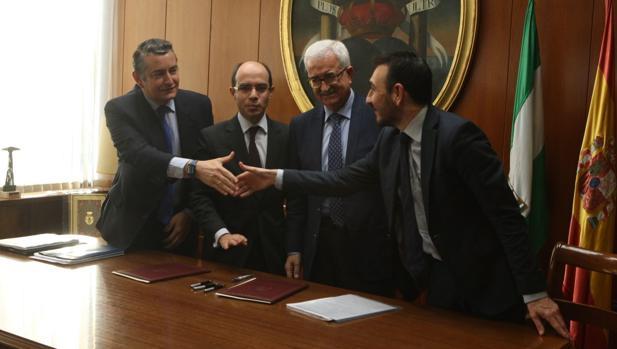 Los representantes del Gobierno central y de la Junta se felicitan por el acuerdo y ponen rumbo hacia la Red Logística de Cádiz.