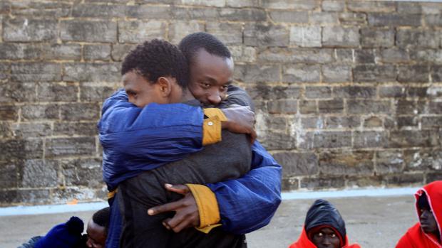 Migrantes subsaharianos en una llegada hace unos meses a Tarifa