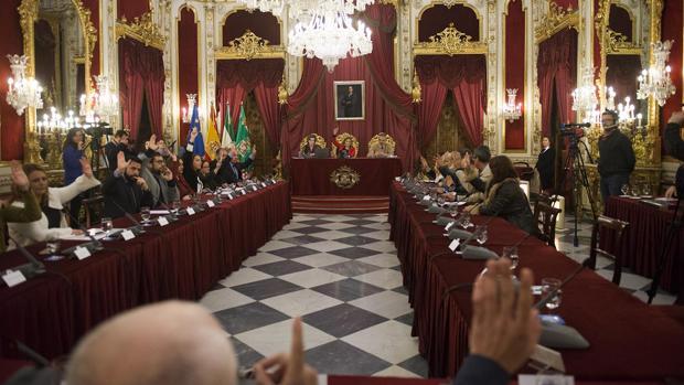 La Diputación ha aprobado en pleno extraordinario los nombramientos de los distinguidos del 19-M