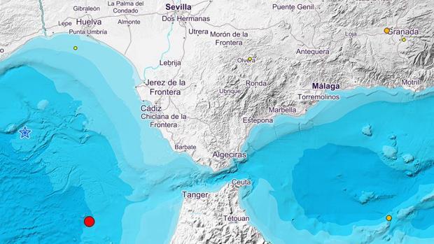 En la estrella, el epicentro del terremoto de la mañana del jueves; el punto rojo marca el epicentro del terremoto del miércoles por la noche.
