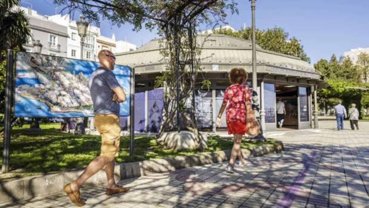 Las informadoras tur sticas ser n subrogadas en el nuevo for Oficina turismo cadiz