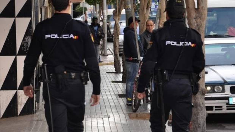 Un tatuaje descubre al presunto atracador de un taxista en - Policia nacional cadiz ...