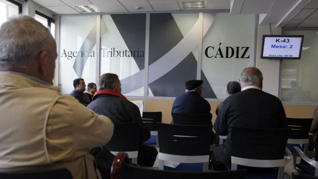Sala de espera de la Agencia Tributaria de Cádiz
