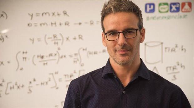 El profesor David Calle ha conseguido que muchos jóvenes comprendan asignaturas nada fáciles.