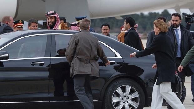 El Príncipe heredero de Arabia Saudí a su llegada este miércoles a la base aérea militar de Torrejón, en Madrid