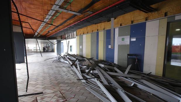 Imagen del techo desprendido.