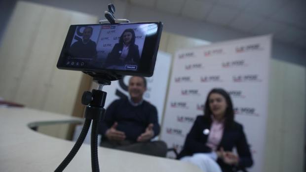 Pepe Amaya, propietario de Multiópticas Iglesias y Beatriz Gandullo, gerente de Cádiz Centro Comercial Abierto
