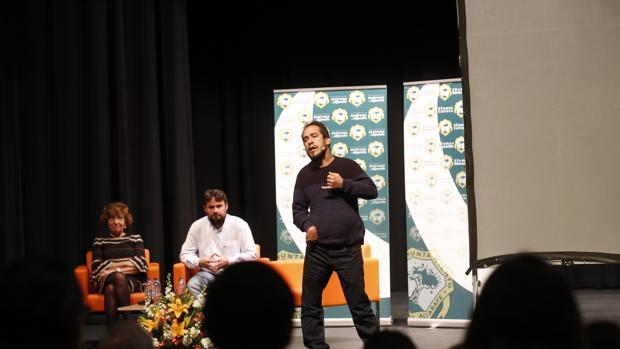 Numeroso público joven acudió a ver al actor y cantante El Langui