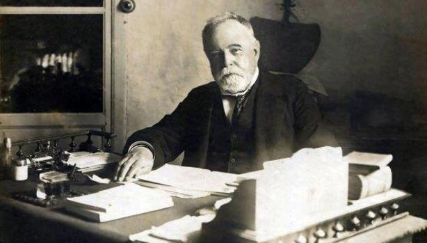 El almirante Pascual Cervera, en su casa de Puerto Real (Cádiz), en 1902.