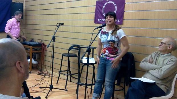 Teresa Rodriguez, durante la inauguración de una sede de Podemos el pasado viernes en Cádiz. :: la voz