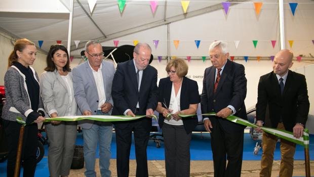 Autoridades políticas inauguran la Feria Náutica de Gelves, que se celebrará hasta el domingo 13 de mayo