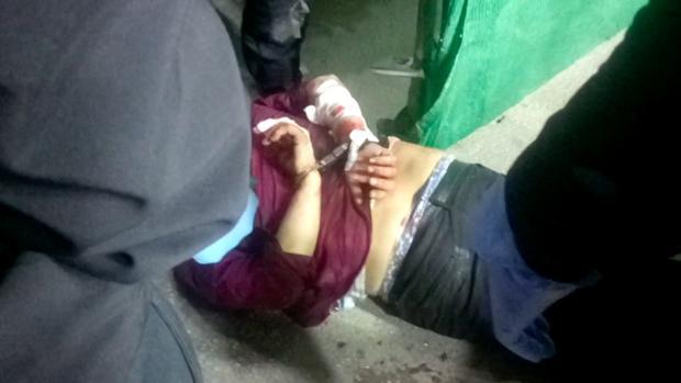 El individuo, esposado tras ser arrestado por la Policía Local de osuna
