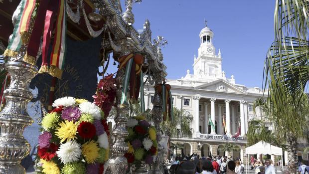 La carreta del Simpecado de la hermandad de Cádiz no pasará por el Ayuntamiento