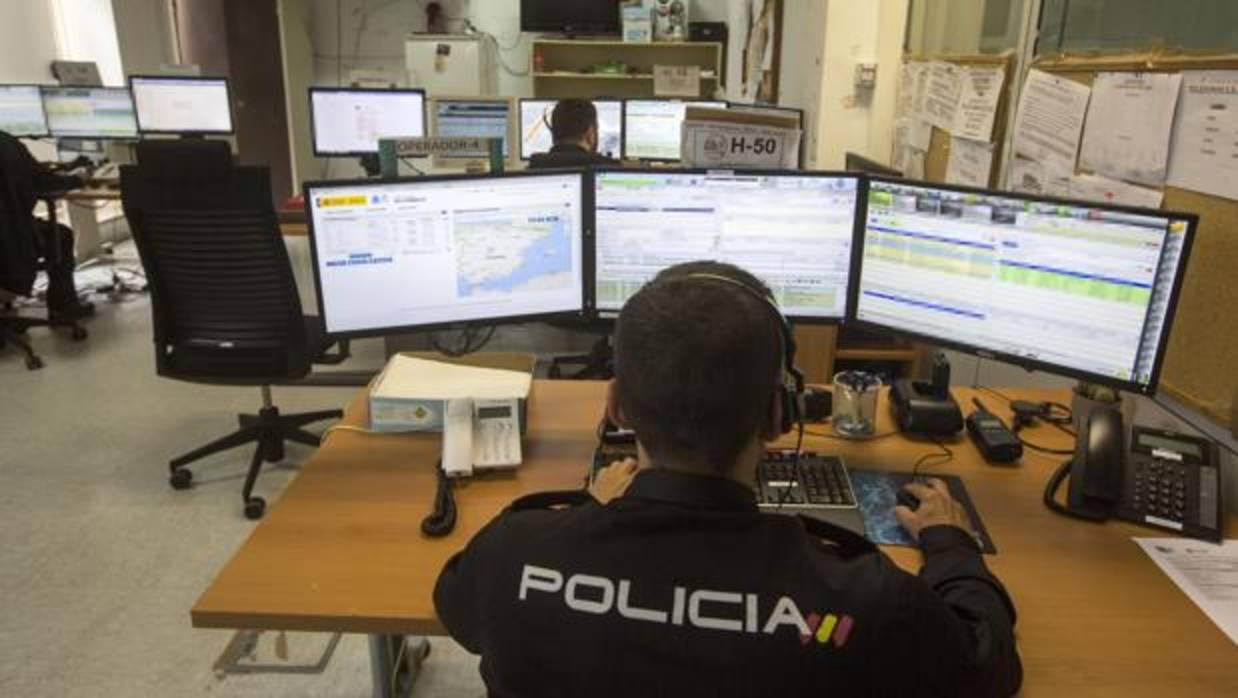 El 091 los ojos y o dos de la polic a nacional en c diz - Policia nacional cadiz ...