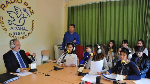 Los alumnos del colegio Sánchez Alonso entrevistan a Jesús Maeztu, Defensor del Pueblo Andaluz
