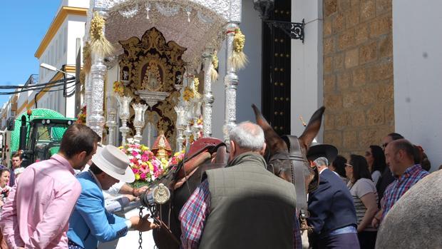 Los rocieros de Chiclana salen al encuentro de su virgen.