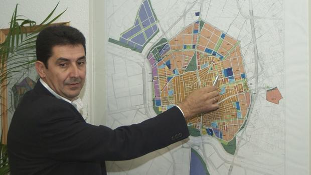 El exalcalde de Los Palacios Antonio Maestre ha sido condenado a cinco años de inhabilitación