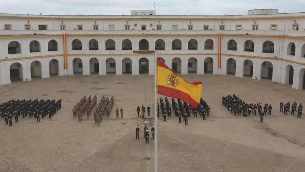 Infantes de Marina formados en el patio de armas Lope de Figueroa del Tercio de Armada.