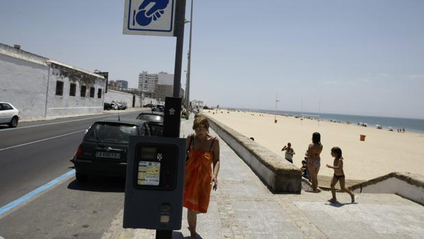 Esta temporada de verano, el paseo marítimo perderá cerca de 500 plazas de aparcamiento.