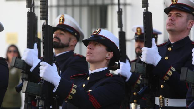 Infantes de Marina durante la celebración de la Pascua Militar en La Isla.