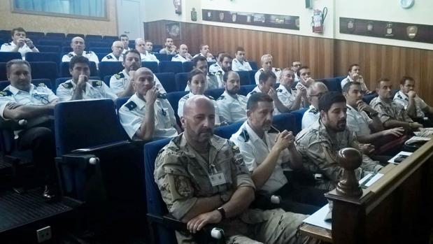 Imagen de algunos de los militares asistentes al seminario.