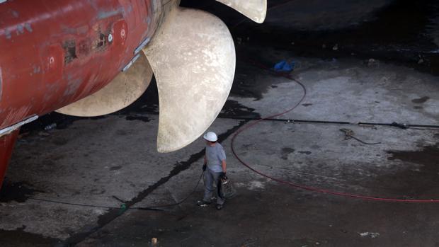 Dique cuatro del astillero de Cádiz donde se repara un crucero