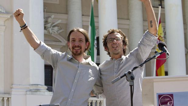 Pablo Iglesias, junto a Kichi, en un acto celebrado en Cádiz.
